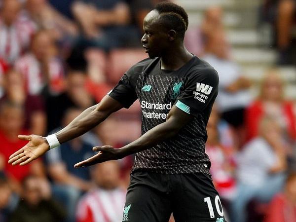 Mane phủ nhận bức xúc với Mohamed Salah
