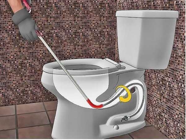 Có nên tự thông tắc nhà vệ sinh?